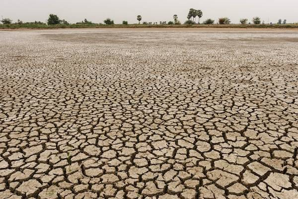 dry earth facts and information