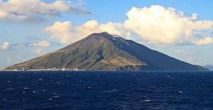 kinds of volcanoes