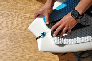 how to attach a leash to a surfboard